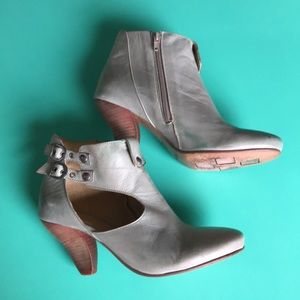 Prophecy grey leather booties